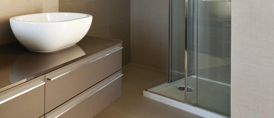 Badkamermeubels en spiegelkasten plaatsen rondom Tiel